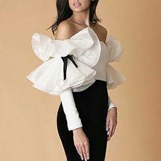 Womens Fashion - Fashion-Cute white shirt with ruffles Women Fashion Look Fashion, Fashion Details, Fashion Show, Womens Fashion, Fashion Design, Fashion Styles, Retro Fashion, Winter Fashion, Fashion Tips