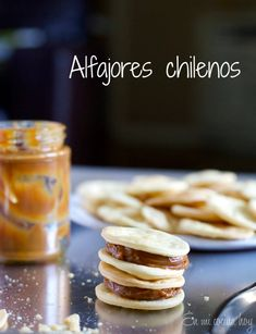 En Mi Cocina Hoy : Chilean Alfajores - South American Recipes in Spanish and English Chilean Recipes, Chilean Food, Chilean Desserts, I Chef, Caramel Cookies, Sweet Cookies, Dessert Dishes, Latin Food, Sweet Recipes