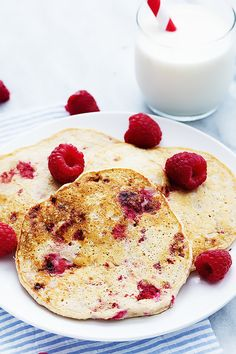 berry cottage cheese pancakes with oat flour