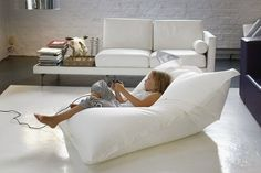 Placing Giant Bean Bag Chairs in the Living Room   Pick Inspiration and Ideas…