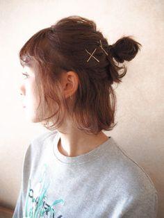 おしゃれな、おだんごハーフアップのヘアアレンジを紹介します。ハーフアップなら、ショートヘアやボブヘアなどの短いヘアスタイルの人でも出来ますよ♪簡単なのに可愛いヘ...