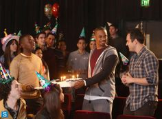 Winston, Coach, and Nick help with Jess's birthday New Girl Episodes, Watch Full Episodes, Five Friends, Episode 3, Girl Pictures, Girl Pics, Girl Birthday, Tv Shows, Fox