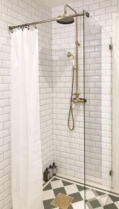 Fasat kakel - Metro kakel x 15 cm vit blank - Sekelskifte - Lilly is Love Metro Tiles Kitchen, Metro Tiles Bathroom, Bathroom Interior, Modern Bathroom, Victorian Tiles Bathroom, Victorian Bath, Yellow Tile, Industrial Kitchen Design, Colors