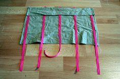 Fabrication d'un cadre d'habillage Montessori (vie pratique), avec un cadre en bois et des noeuds type lacets de chaussures. Tutoriel inclus.
