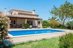 De villa in Sa Pobla heeft 3 slaapkamers en is geschikt voor families en groepen tot 6 personen