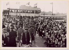 Aankomst Sint Nicolaas te Zaandam 1949, voorop in de stoet Spaanse edellieden.