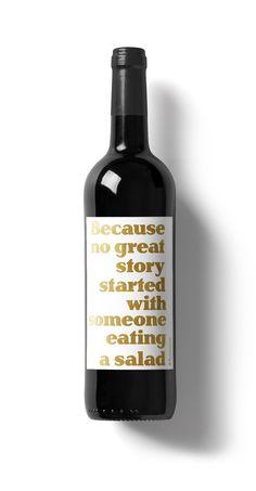 """€3.90 DIY – Wein Spruch """"Because no great story started with someone eating a salad"""" Amüsantes Weinetikett von Typewine, typografisch schön in Szene gesetzt, das man einfach über das Etikett klebt und das Fläschchen Wein auf diese Weise in ein besonderes, ziemlich kultiges Geschenk zur Hochzeit verwandelt."""