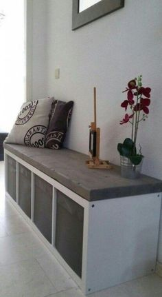 Everyone knows the 'Kallax' cabinets from IKEA! Here are 11 fantastic ideas to m… Everyone knows the 'Kallax' cabinets from IKEA! Here are 11 fantastic ideas to make your own with the Kallax cabinets! Ikea Hallway, Hallway Bench, Hallway Ideas, Hallway Closet, Entryway Ideas, Bench In Bedroom, Bookshelf Bench, Hallway Seating, Bedroom Shelves