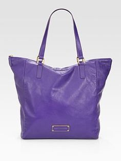 Marc Jacobs.  Overnight bag?  <3 the color!