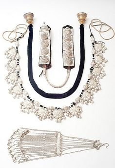 Elephant jewellery Udaipur, 1880–1910 Silver, white metal, cotton, leather Maharana of Mewar Charitable Foundation As the mount of a king a royal elephant was equally richly dressed. Elephant jewellery included a necklace (halra), tail ornament (dumachi), head ornament (fateh-pech) and bells (ghanta ). The pieces shown here belong to the royal family of Mewar and are still occasionally used.