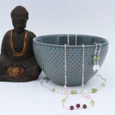 Smykkesæt med peridot og ferskvandsperler