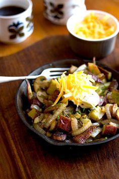 Sweet Potato, Mushroom and Onion Breakfast Hash - aninas recipes Campfire Breakfast, Breakfast Hash, Campfire Food, Brunch Recipes, Breakfast Recipes, Breakfast Ideas, Savoury Mince, Plant Based Whole Foods, Stuffed Mushrooms