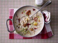 Weiße Bohnensuppe mit geröstetem Paprika, Kartoffelcroûtons und Porree