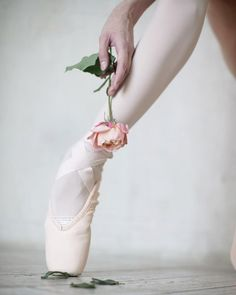 Vaganova Ballet Academy student Daria Ionova photographed by Darian Volkova. Pretty Ballerina Shoes, Pretty Ballerinas, Ballet Pictures, Dance Pictures, Ballet Images, Pointe Shoes, Ballet Shoes, Dance Shoes, Ballet Poses
