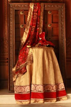 Indian Jewellery and Clothing: Aashiaanya couture collection of ethnic sarees..