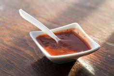 Aujourd'hui, je vous présente une mixture BBQ maison qu'on peut utiliser à toutes les sauces (!!!). Avec les ailes, sur les côtelettes, les côtes levées ou même sur des croquettes, c'est désormais votre sauce maison super rapide à faire.