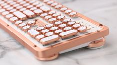 Were Upgrading Our Desk with This Super-Pretty Rose-Gold Keyboard. How freaking pretty is this type-writer keyboard thoughhh? Rose Gold Aesthetic, Accessoires Iphone, Pretty Roses, Retro Home Decor, Cool Gadgets, Desk Gadgets, Office Gadgets, Office Decor, Bedroom Decor
