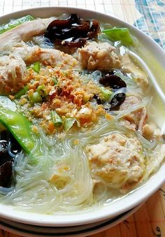 Filipino Soup Recipes, Seafood Recipes, Cooking Recipes, Filipino Food, Filipino Noodles, Filipino Dishes, Pinoy Food, Easy Asian Recipes, Ethnic Recipes