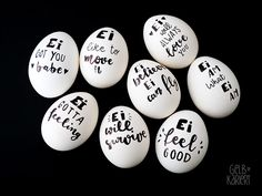 Ei like it – Ostereier mal anders Paint easter eggs, Easter decorations, Easter eggs with handlettering, Lettering ideas, Paint Happy Easter, Easter Bunny, Easter Eggs, Mason Jar Crafts, Mason Jar Diy, Spring Decoration, Diy Ostern, Easter Traditions, Egg Decorating