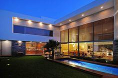 Casas de estilo moderno por ze|arquitectura