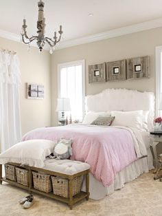 Love the storage option at the foot of the bed!