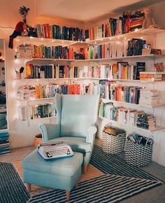 Home Decor Habitacion .Home Decor Habitacion Bookshelf Inspiration, Home Decor Inspiration, Decor Ideas, Decor Diy, Diy Decorating, Decor Crafts, Design Inspiration, Home Libraries, Aesthetic Room Decor