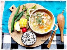 蒸し野菜に、具がたっぷりのスープで、かなり健康的なワンプレートですね。