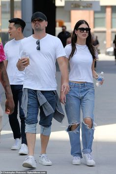 Leonardo DiCaprio and girlfriend Camila Morrone as they take stroll in NYC Fashion Addict, 90s Fashion, Jason Statham And Rosie, Camila Morrone, Leonardo Dicaprio, Celebrity Couples, Hollywood Couples, Outfit Posts, Fashion Stylist