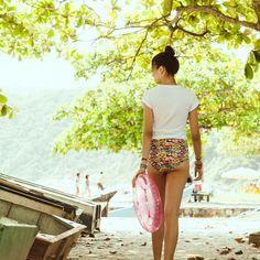 No swing da cor dançando nas ondas o verão finalmente dá as caras pra deixar os nossos dias ainda mais bonitos!  #verão #summer time by chicorei