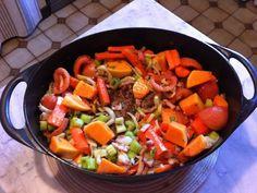 chevreuil, couenne, carotte, oignon, tomate, céleri, bouquet garni, lardons fumés, piment d'espelette, clou de girofle, ail, genièvre...