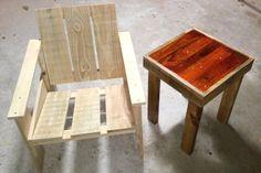 Cadeira Krat e mesinha feita de palete