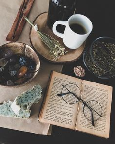 """1,460 likerklikk, 29 kommentarer – Caroline (@carolinehaarr) på Instagram: """"There are a lot of treasured objects in this picture. My beloved 100 year old book that has…"""""""