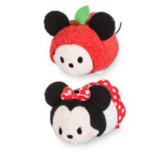 It looks like Mickey's and Minnie's travels have brought them to New York. These Tsum Tsum mini soft toys show Mickey as 'The Big Apple' while Minnie wears a classic tourist dress.
