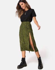 Fashion Tips For Teens Saika Midi Skirt in Cheetah Khaki by Motel.Fashion Tips For Teens Saika Midi Skirt in Cheetah Khaki by Motel Mode Outfits, Trendy Outfits, Summer Outfits, Fashion Outfits, Casual Skirt Outfits, Skirts For Summer, Outfit With Skirt, Autumn Skirt Outfit, Skirt Outfits For Winter