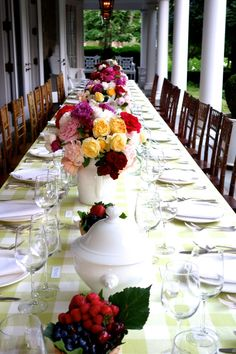 A Dinner party inspired by roses!  You must read the blog to see the giver's thought process, and for the for the fab event details!!!
