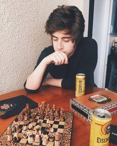 """86.1 mil curtidas, 598 comentários - Cellbit (@cellbitos) no Instagram: """"fotografado pelo meu oponente no xadrez @olucascoelho"""""""