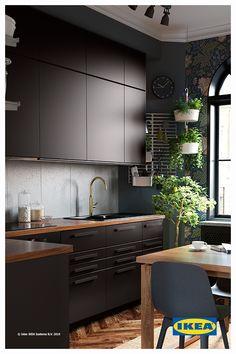 Da sempre ci impegniamo per salvaguardare le risorse del pianeta e disegniamo soluzioni per permettervi di vivere in modo più sostenibile, senza mai rinunciare al design. Come l'anta KUNGSBACKA e la sedia ODGER, entrambe realizzate con materiali riciclati, e il miscelatore NYVATTNET, che consente di risparmiare acqua ed energia. Perché per noi la sostenibilità è importante, proprio come lo è per te. Kitchen Interior, Kitchen Design, Ikea Decor, Kitchen Dinning Room, Concrete Kitchen, Dream Furniture, Home Office Decor, Home Decor, Luxury Kitchens