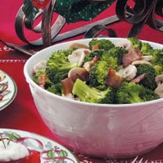 Mushroom Broccoli Medley Recipe -This side dish has a wonderful blend of flavors that goes great with any entree. The colorful combination looks festive during the holidays. Mushroom Broccoli, Mushroom And Onions, Bacon Mushroom, Bacon Stuffed Mushrooms, Stuffed Peppers, Clean Eating Recipes, Healthy Recipes, Yummy Recipes, Keto Recipes