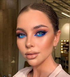 30 Attractive blue eyeliner makeup art ideas looks very beauty – Page 27 Makeup Eye Looks, Creative Makeup Looks, Cute Makeup, Glam Makeup, Skin Makeup, Eyeshadow Makeup, Clown Makeup, Halloween Makeup, Pretty Halloween
