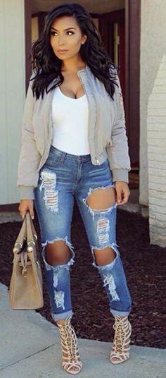 Love her style & ripped jeans