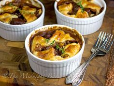 Looking for Fast & Easy Beef Recipes, Main Dish Recipes! Recipechart has over free recipes for you to browse. Find more recipes like Rustic Beef Pot Pie. Pie Recipes, Dinner Recipes, Cooking Recipes, Curry Recipes, Chicken Recipes, Hacks Cocina, Beef Pot Pies, Mini Beef Pot Pie Recipe, Mini Pot Pies