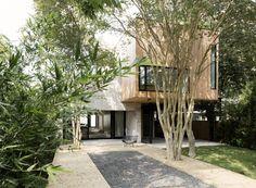 든든한 주택|노출콘크리트와 나무로 지은 모던주택 Concrete Box House Architects : Robertson Des...