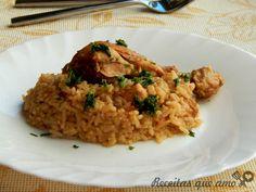 """Não tem coisa melhor do que comida de casa e galinhada tem bem este espírito. Algumas pessoas tem preconceito com essas comidas mais """"simples""""..."""