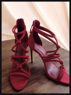 Sandalia tiras roja. Zara