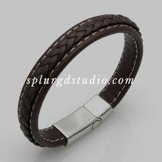Love this! #splurgdstudio #fashion #style #bracelet #stainlesssteeljewelry #leatherbracelet #beadedbracelets #mensfashion #mensstyle #jewelry #fasionjewelry #montreal #mtlstyle #mtljewelry #canadafashion #speed