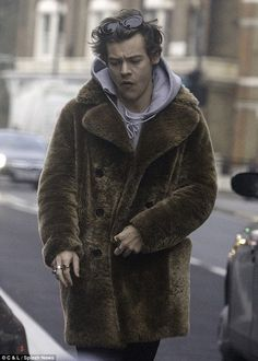 | ONE DIRECTION HARRY STYLES LOOKING ALL WRAPPED UP FOR CHRISTMAS! | http://www.boybands.co.uk
