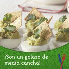 Huevos rellenos con guacamole cremoso