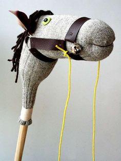 Cheval à chevaucher DIU avec une chaussette. 26 façons créatives de recycler ses vieilles chaussettes
