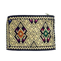 Cartera con bordado Artesanal Chiapaneca. Ideal para tus monedas. Adquiérela hoy mismo en www.ramonatienda.com