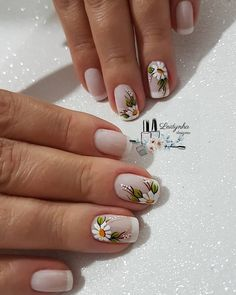 51 stunning trendy manicure ideas e. Conception of short acrylic nails 34 … Frensh Nails, Pink Nails, Manicures, Cute Nails, Pretty Nails, Hair And Nails, Daisy Nails, Flower Nails, Square Nail Designs